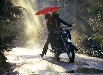piccoli-consigli-guidare-sotto-la-pioggia-con-L-9jg73V